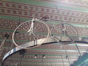 vintage koersfiets met pedalen museum Koers Roeselare